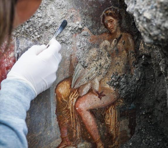 """Photo of Scoperta a """"luci rosse"""" negli scavi di Pompei"""
