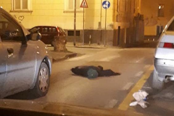 Photo of Castellammare. Si sdraiano per strada e simulano incidente per poi filmare tutto: la nuova moda dei giovani