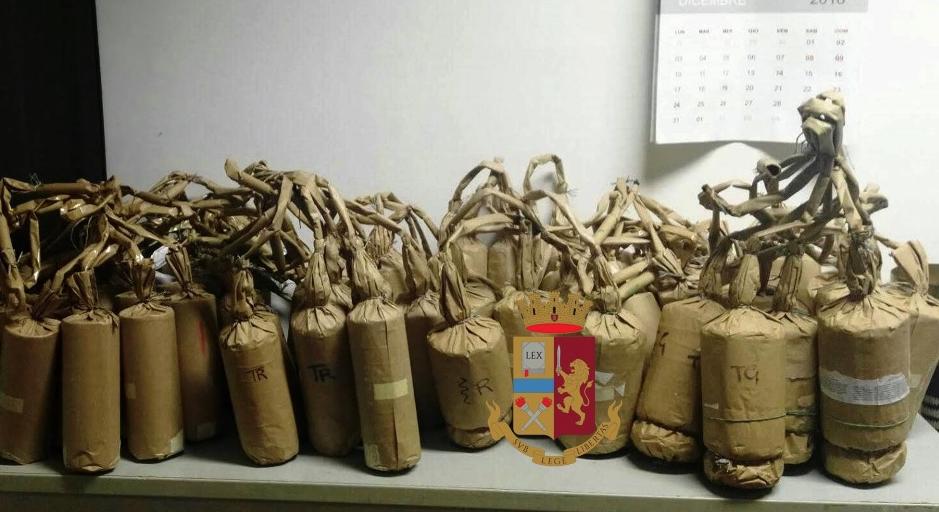 """Photo of Sequestrate oltre 60 """"bombe da mortaio"""" a Torre del Greco"""