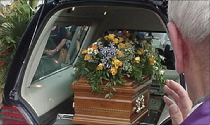 Photo of Sequestrato dai vigili carro funebre con la salma a Napoli: il veicolo era senza assicurazione