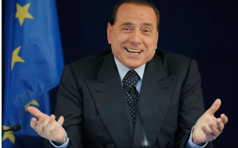 Photo of Silvio Berlusconi in ospedale: l'ex premier si trova al San Raffaele