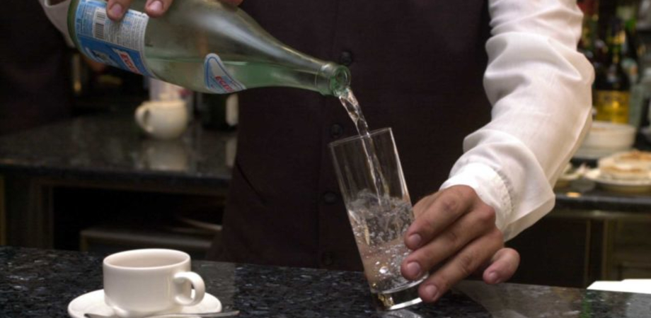 Photo of Detersivo al posto dell'acqua servito al bar: è grave 27enne