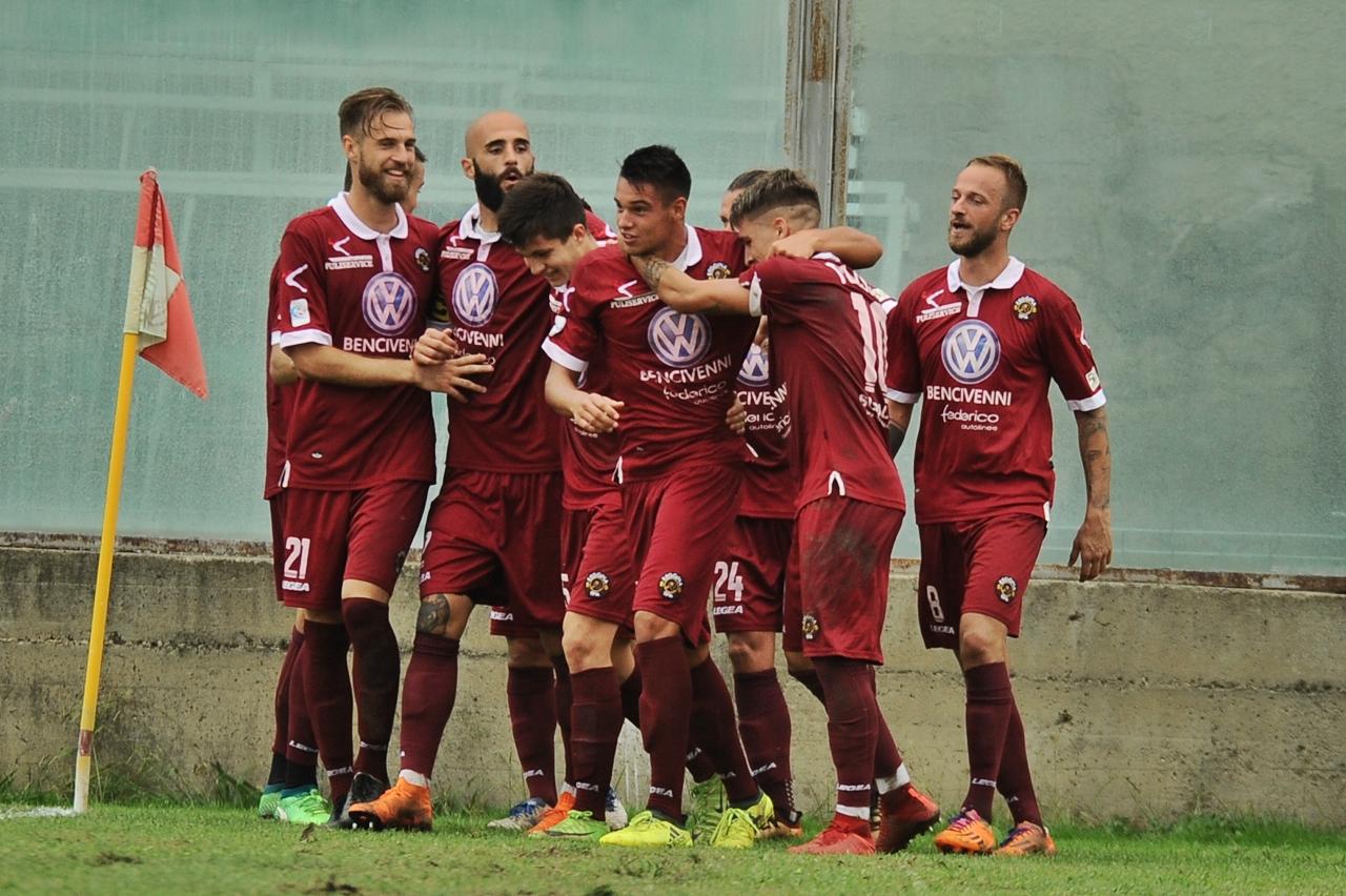Photo of Reggina, gli amaranto volano: 3-1 alla Viterbese
