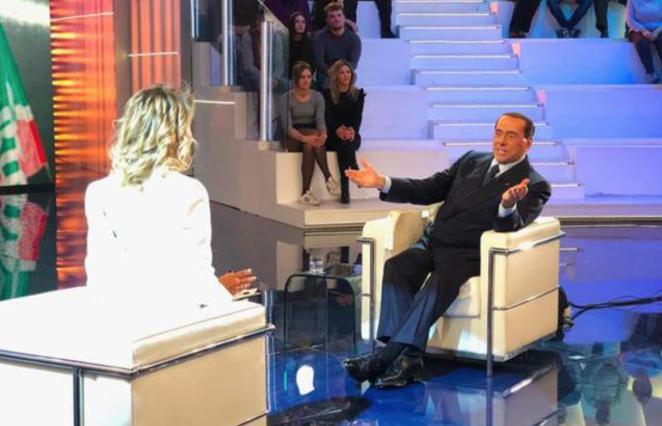 """Photo of Berlusconi: """"Italiani impazziti, solo 6 su 100 mi votano, il centrodestra unica soluzione per il Paese"""""""