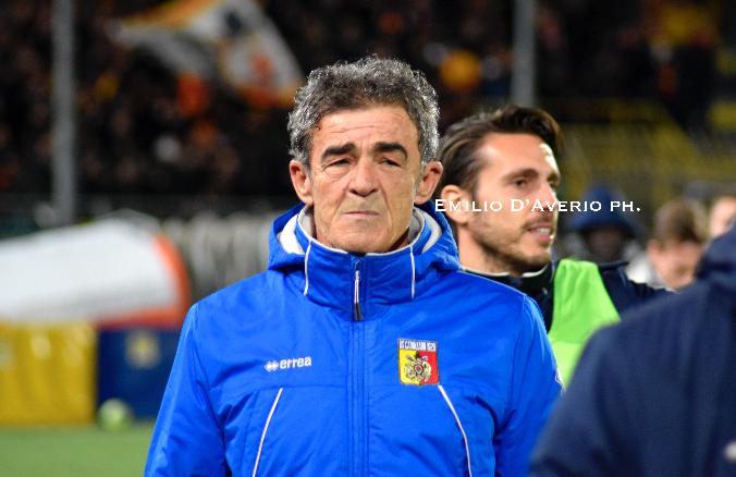 Photo of Serie C. Il Catanzaro esonera Grassadonia, richiamato Auteri