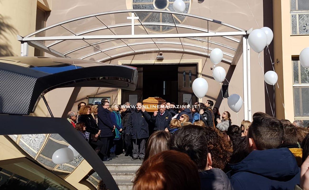 """Photo of Gragnano. Folla gremita ai funerali di Silvano Viggiani. Il parroco: """"Lo ricorderemo per la persona buona che era"""""""