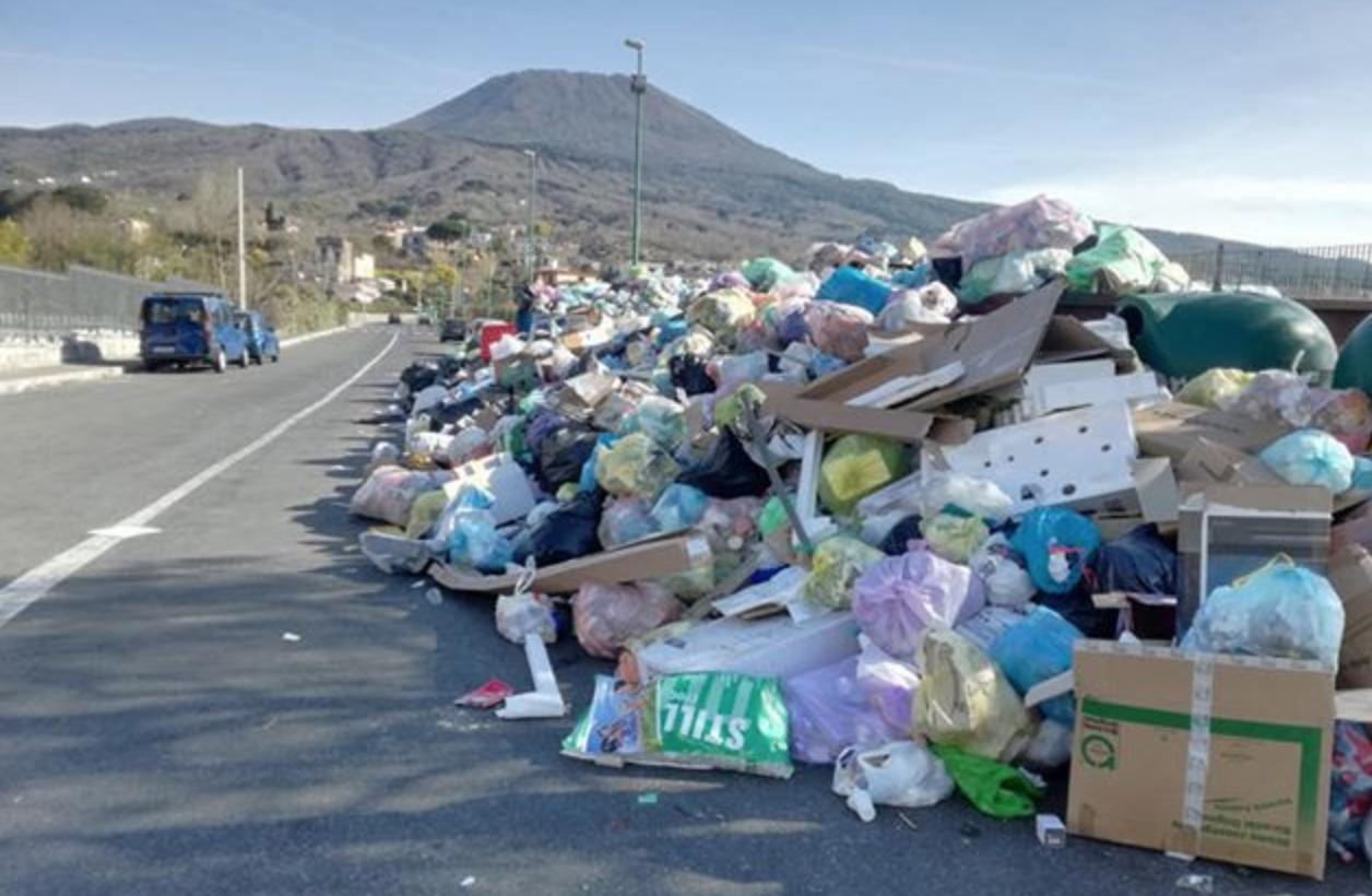 Photo of Rifiuti Torre del Greco, domani la Buttol entrerà in possesso del cantiere
