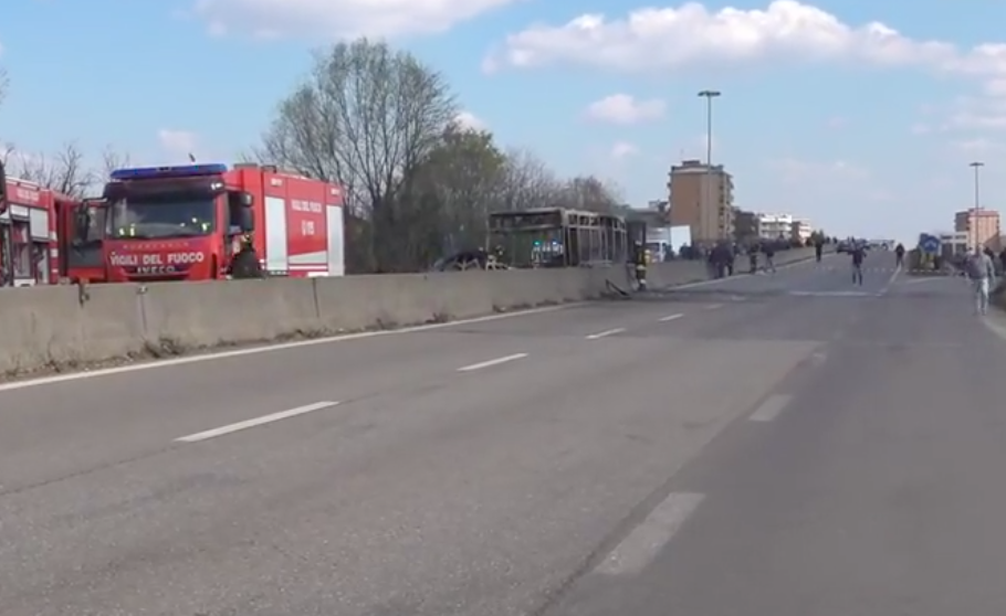 Photo of Appicca il fuoco ad un bus con una scolaresca: fermato senegalese
