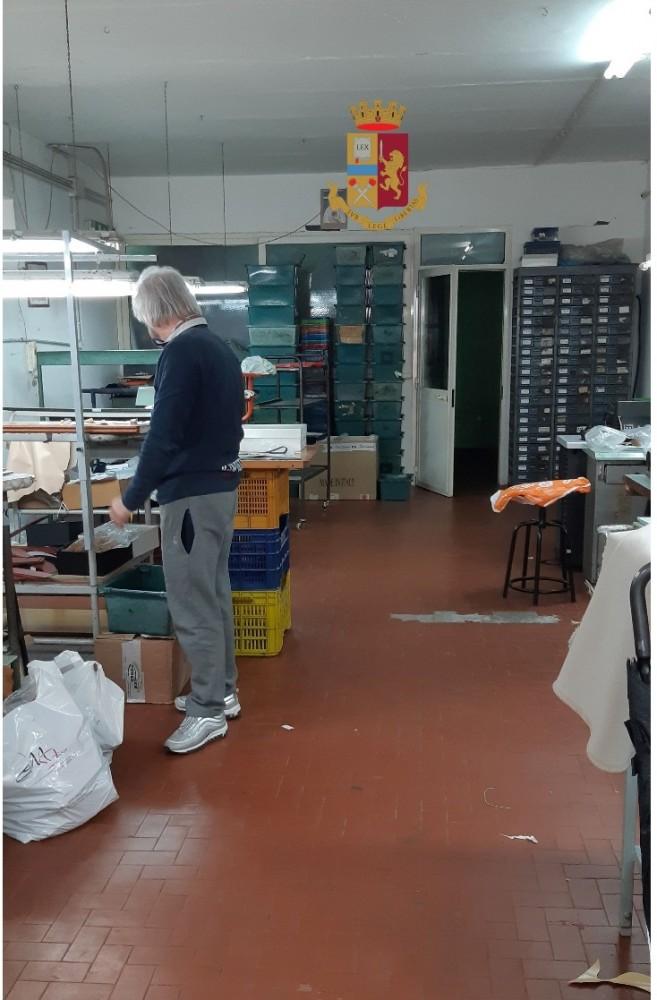 promo code 467c4 59773 Napoli. Sequestrata fabbrica abusiva di scarpe: 3 denunciati ...