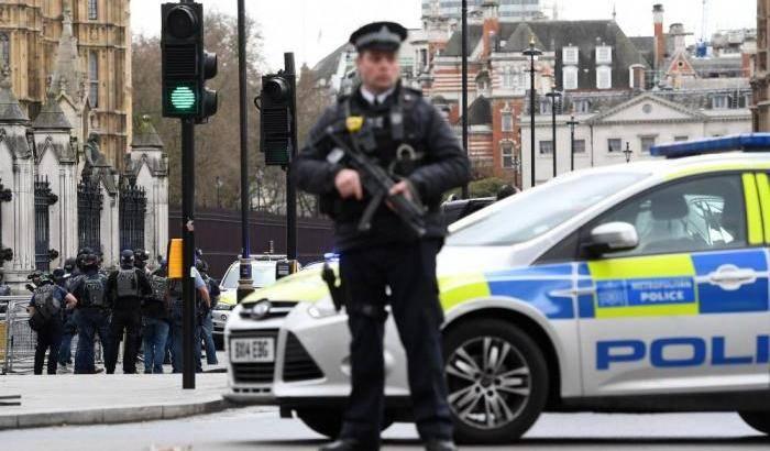 Londra, disattivati tre pacchi bomba in una stazione e due aeroporti