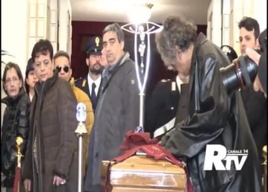 Photo of Reggio, Tony Marino emoziona la città con il gesto d'amore per Giacomo Battaglia