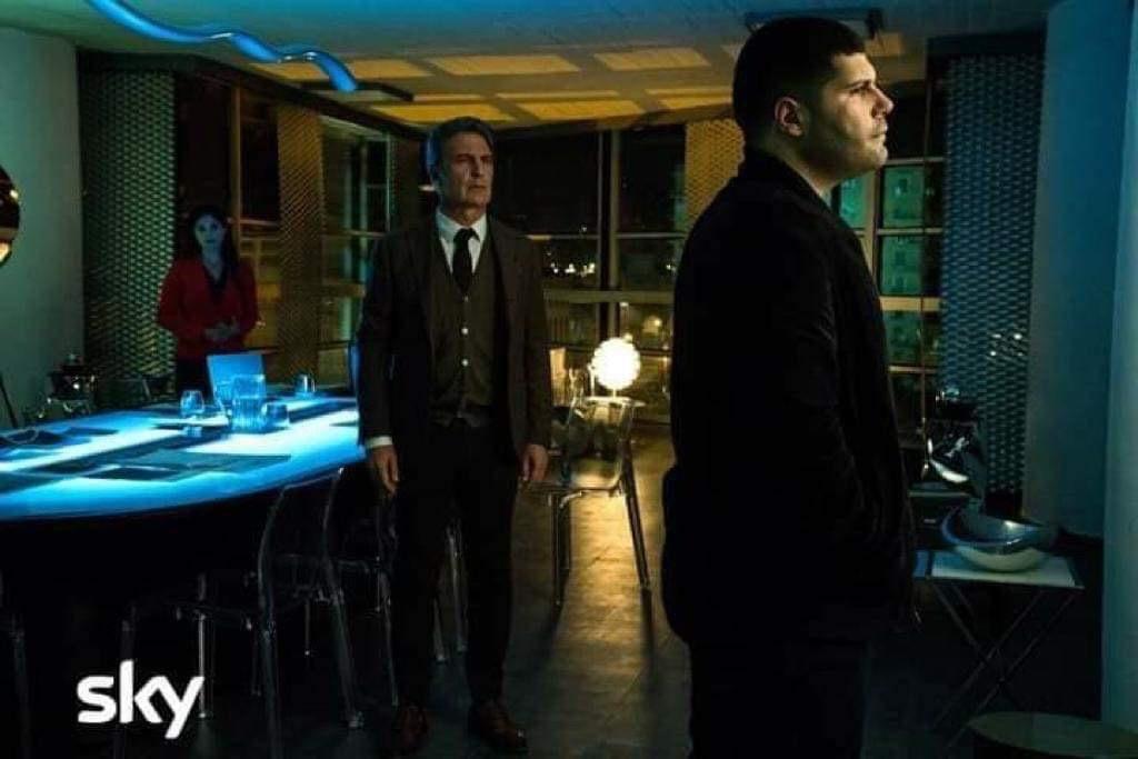 Photo of Gomorra 4, episodi 7-8: La voglia di leadership mette Enzo e Valerio uno contro l'altro, Patrizia si prende Mickey e Secondigliano