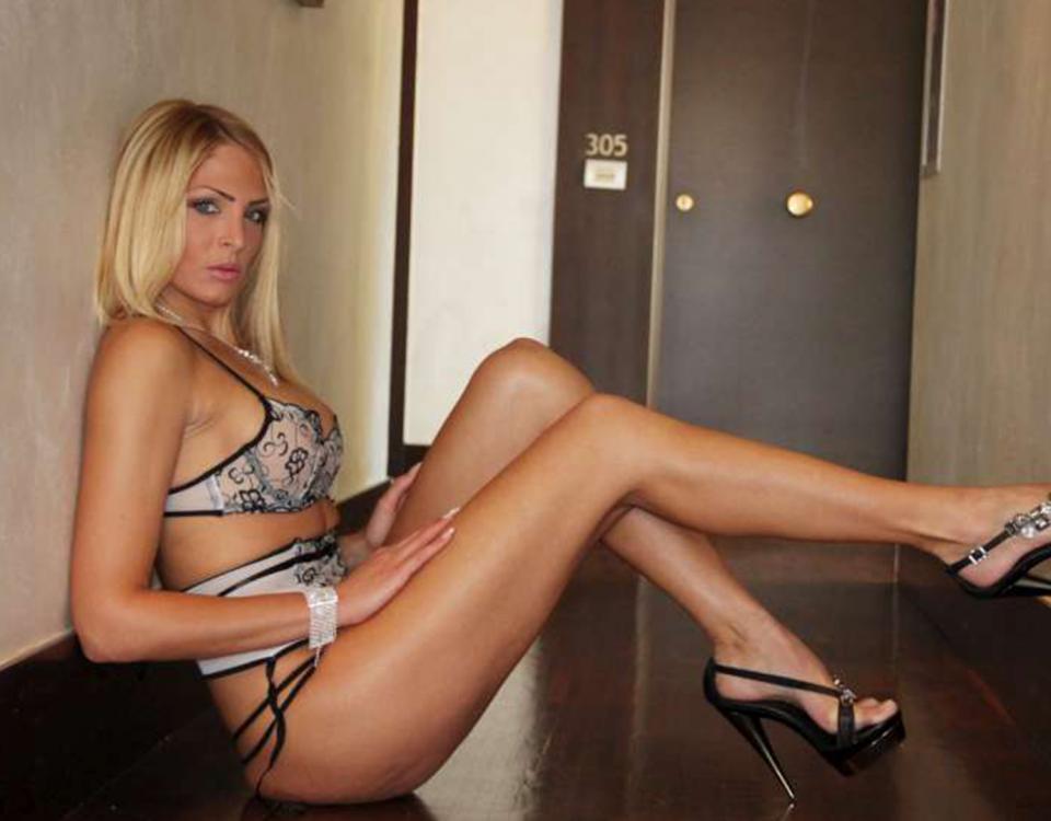 Photo of Chiuso giro di finti centri massaggi: fermata la showgirl Kyra Kole