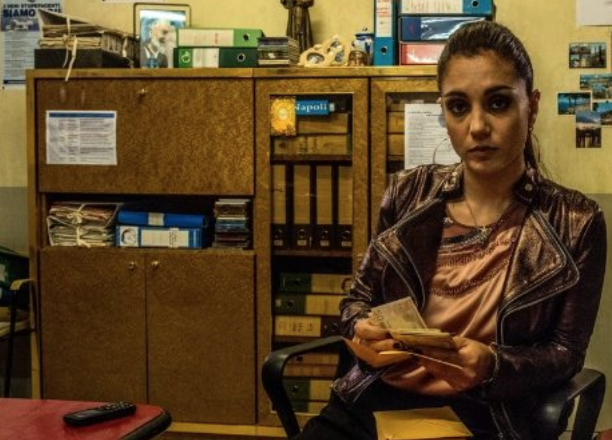 Photo of Gomorra 4, episodi 3 e 4.  Patrizia Regina di Secondigliano, Azzurra fondamentale per gli affari di Genny a Londra