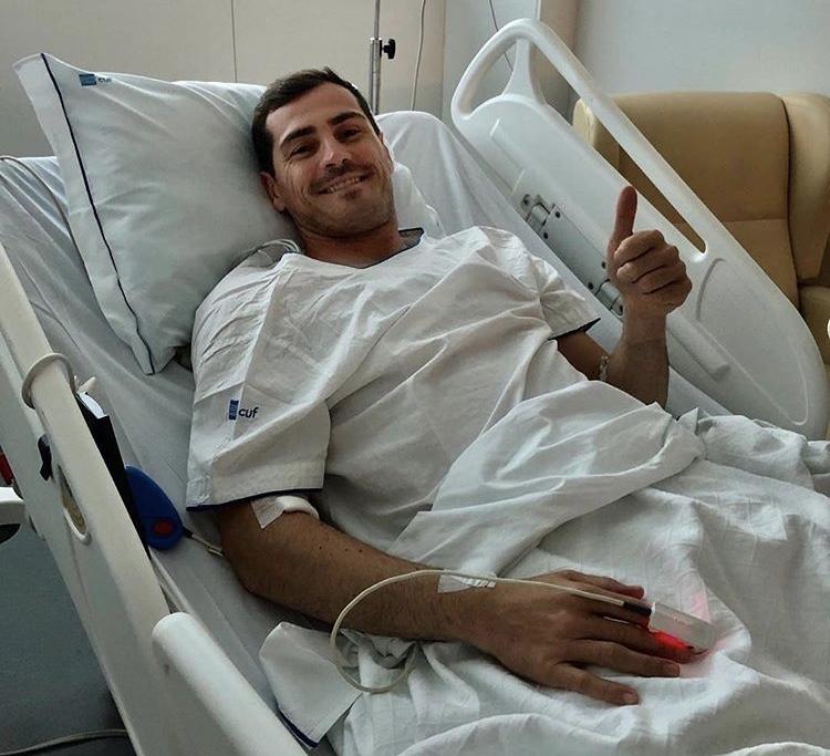 """Photo of Iker Casillas fuori pericolo dopo l'infarto, i medici: """"Difficilmente potrà tornare su un campo da calcio"""""""