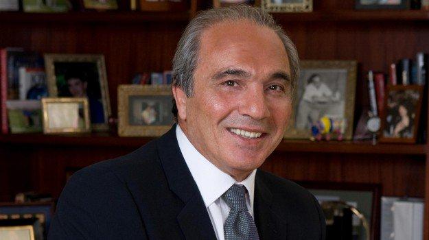Photo of La Fiorentina passa a Commisso, l'imprenditore nativo di Reggio Calabria che ha conquistato l'America