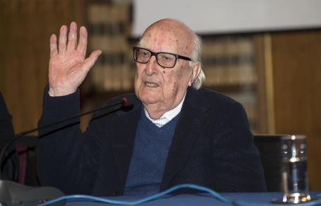 Photo of È morto a 93 anni Andrea Camilleri