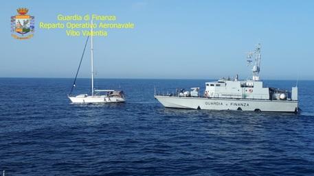 Photo of Reggio Calabria, giunto al porto di Roccella un veliero con 60 migranti a bordo