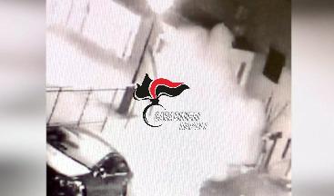 Photo of (VIDEO) Vico Equense. Bombe carta e raid incendiari per sottrarre appalti alla concorrenza: in manette due persone