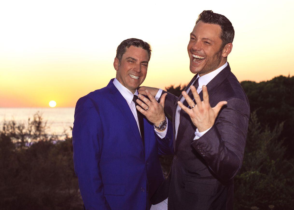 Photo of Tiziano Ferro convola a nozze con il compagno Victor: regalo di nozze particolare per i due