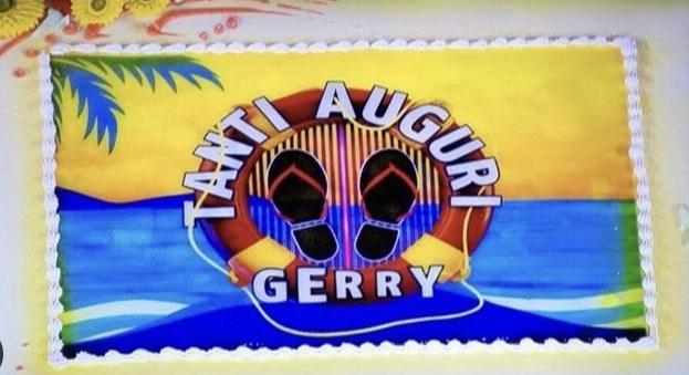 """Photo of Gerry Scotti compie 63 anni, la puntata speciale di """"Caduta Libera"""" ha omaggiato il conduttore"""