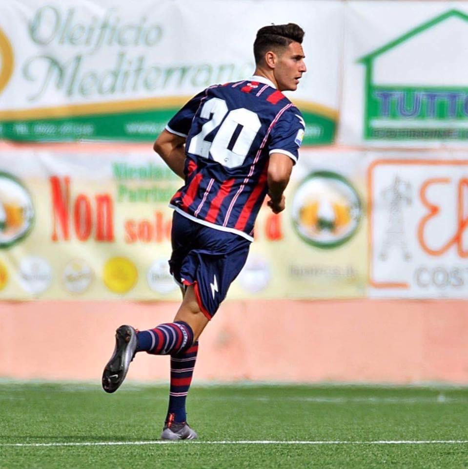 Photo of Il calcio calabrese piange Marco Calderaro. Un impatto terribile ha spezzato la vita del giovane calciatore