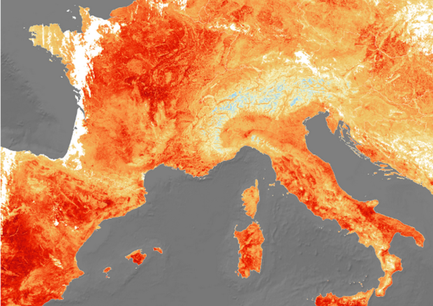 """Photo of Il satellite """"fotografa il caldo"""", sfiorati al Sud i 50 gradi al suolo. Da Ferragosto calo delle temperature"""
