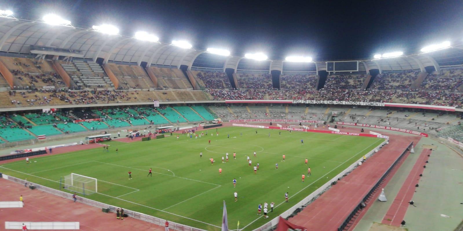 Photo of Bari-Reggina, a vincere sono i tifosi: gli amaranto regalano spettacolo, polemiche sul pareggio barese