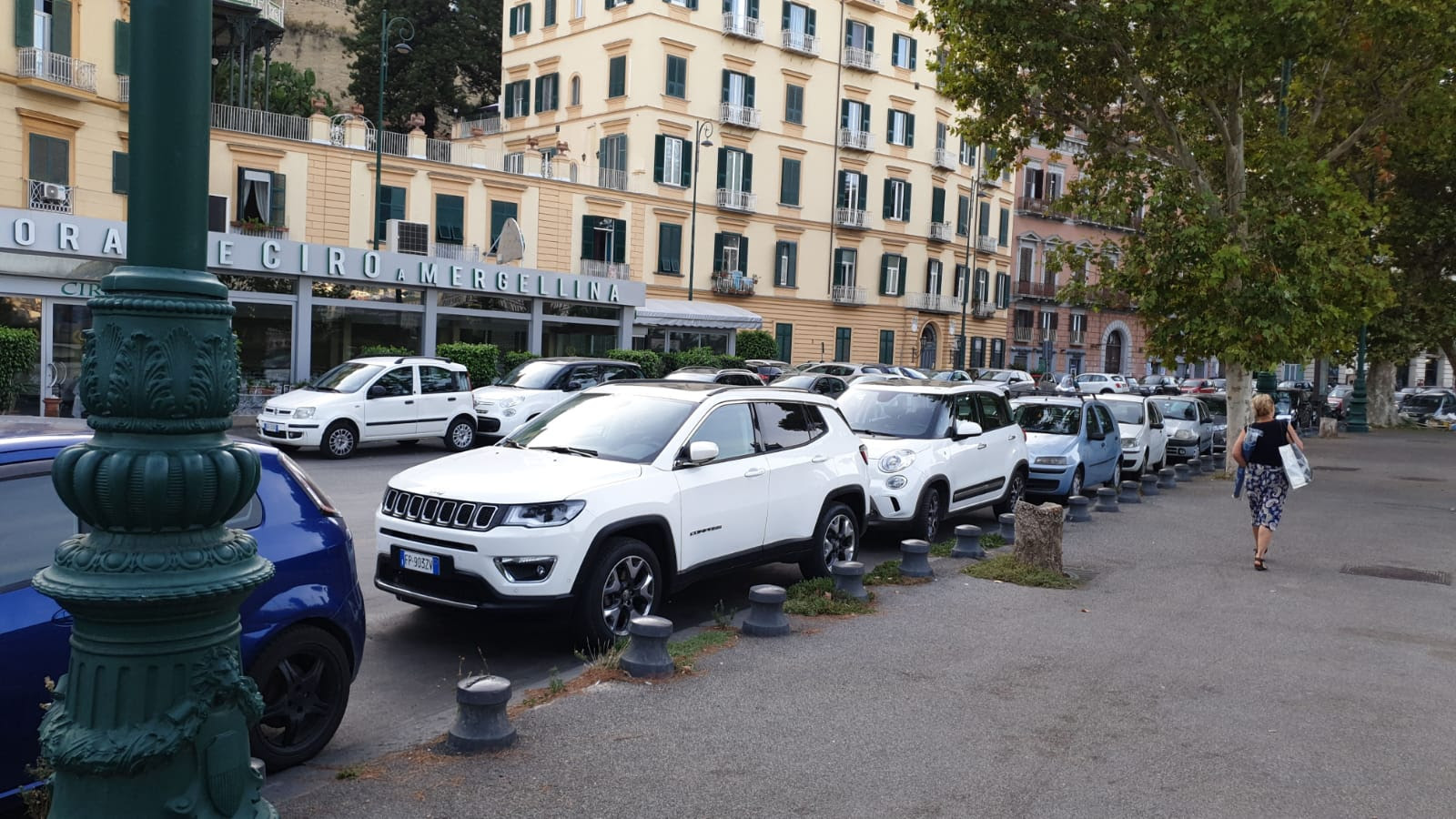 Photo of Napoli, a Mergellina autobus costretti a procedere contromano a causa della sosta selvaggia