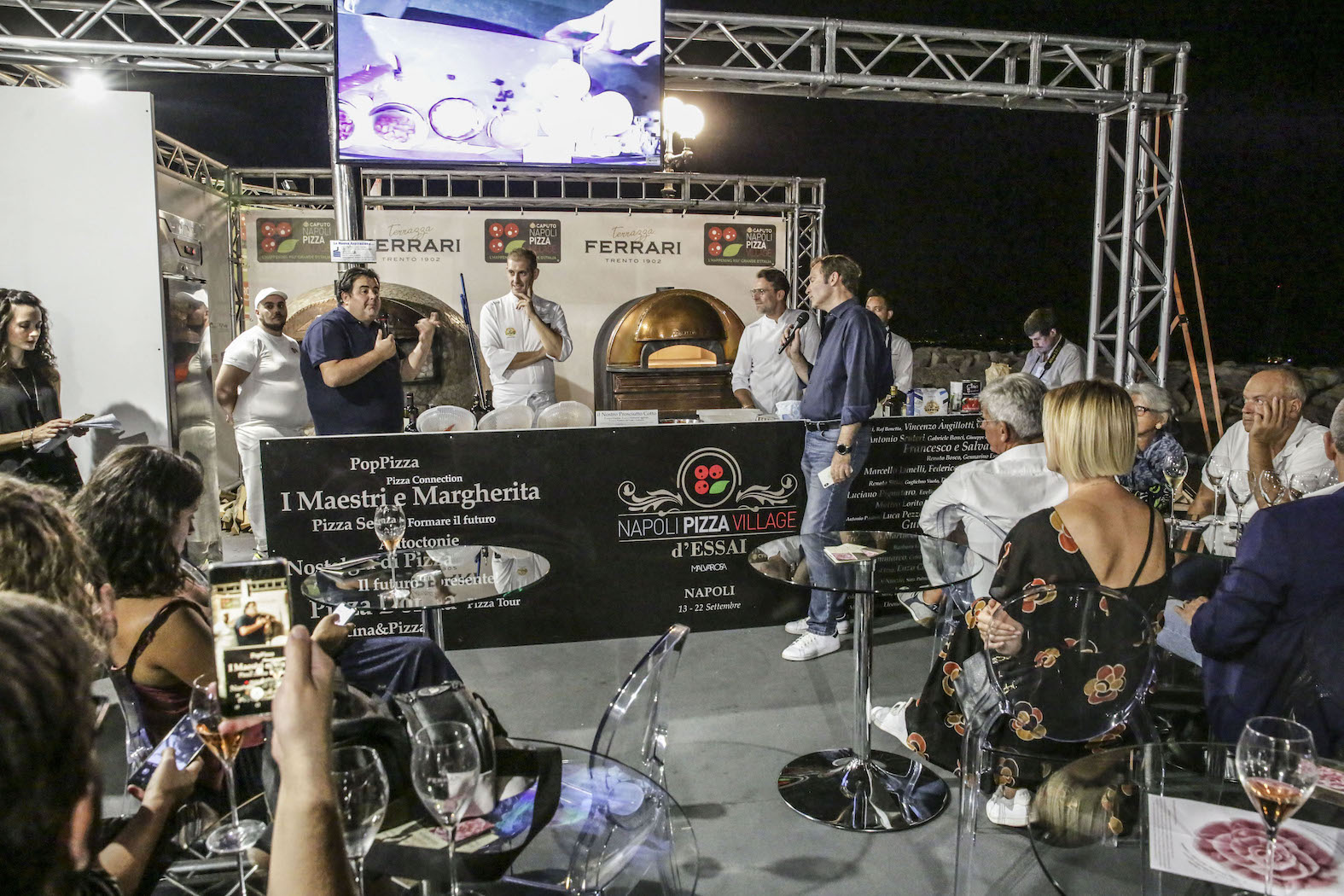 Photo of Napoli Pizza Village, una pizza in 20 secondi. Nel weekend Anastasio, Mamhood e Fred De Palma sul palco di RTL 102.5