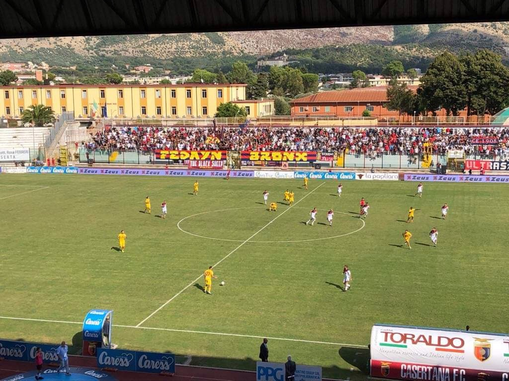 Photo of Casertana, solo applausi per i rossoblu: Castaldo e Starita mettono la capolista Catanzaro ko