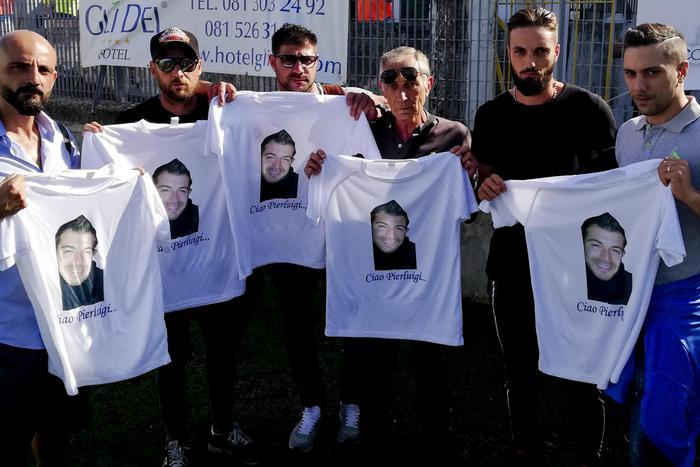 Photo of Pozzuoli, il Rione Terra scende in campo con le magliette celebrative in onore di Rotta