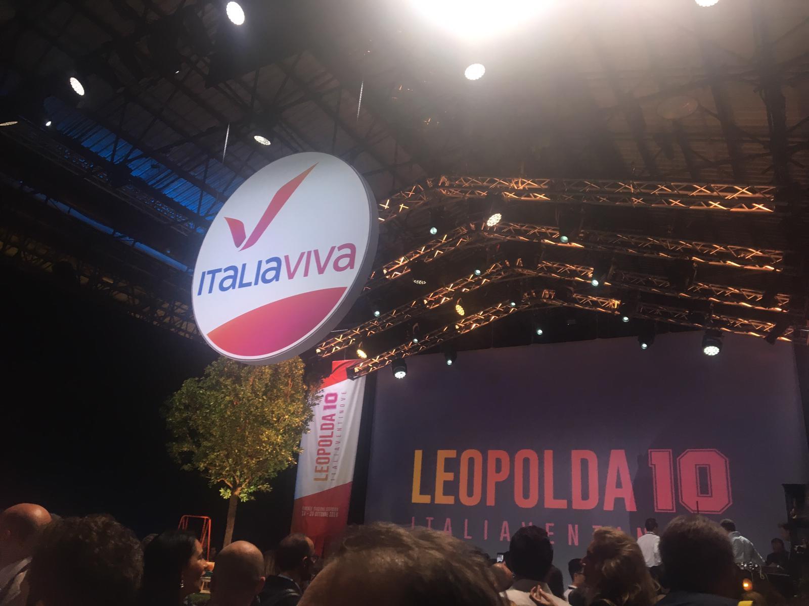 """Photo of Renzi presenta il simbolo di Italia Viva: """"Questa è una casa a prova di ruspa… lo dico a Salvini"""""""