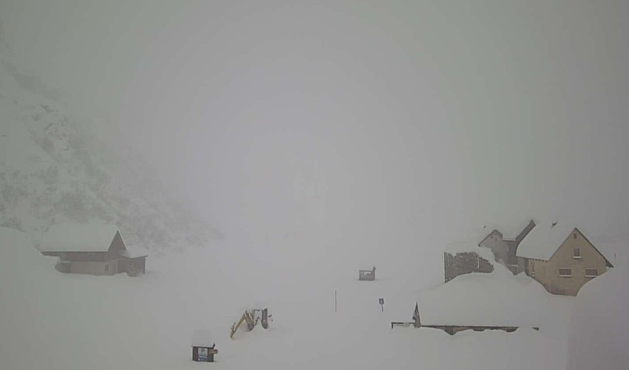 Photo of Italia flagellata dal maltempo: Venezia nuovamente in allerta, la neve isola le vallate del Nord