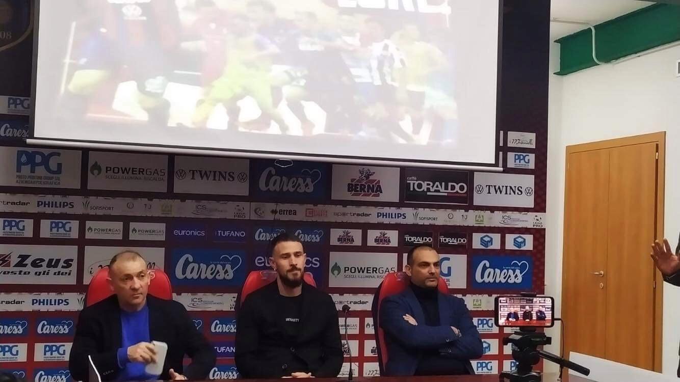 """Photo of Floro Flores dice addio al calcio: """"Orgoglioso della mia carriera, ringrazio tutti. Non avrei mai lasciato Napoli, dette tante cose non vere, mi piacerebbe continuare con la Casertana"""""""