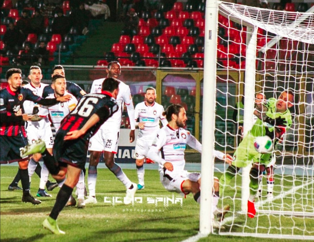 Photo of Serie B. Riflettori puntati su Cosenza-Crotone, negato un gol ai padroni di casa