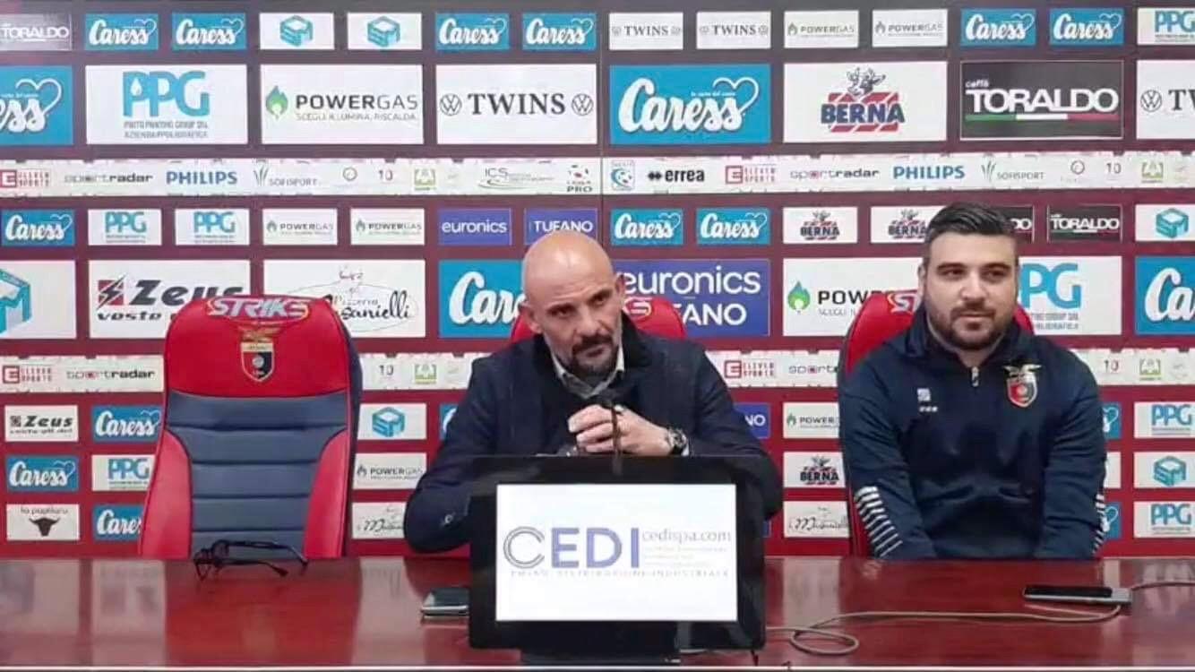 """Photo of Casertana, Ginestra: """"Monopoli rivelazione del campionato, servirà super partita; porte chiuse una sconfitta ma la salute prima di tutto"""""""