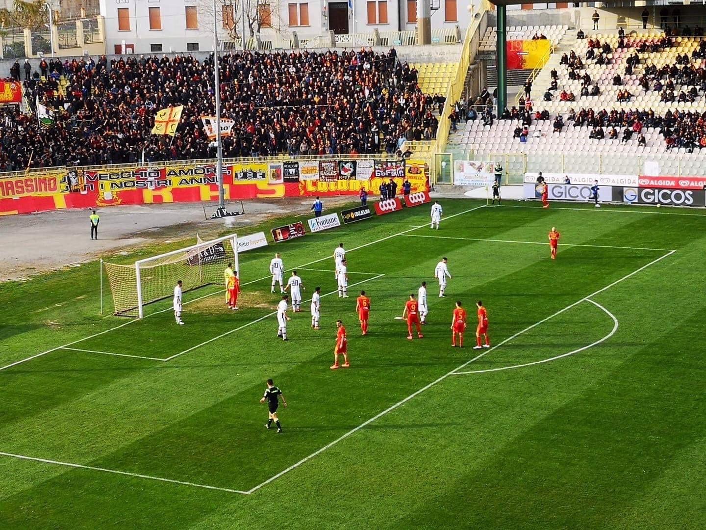 Photo of Casertana, la pareggite persiste ancora: è 1-1 nella sfida del Ceravolo contro il Catanzaro