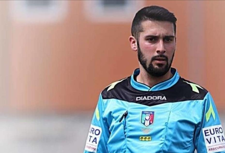 Photo of Il mondo del calcio piange Loris Azzaro, giovane arbitro deceduto in un incidente stradale