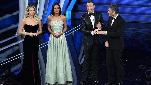 Photo of Sanremo 2020. Amadeus inizia con il botto, male la Leotta, emozioni con Rula Jebreal